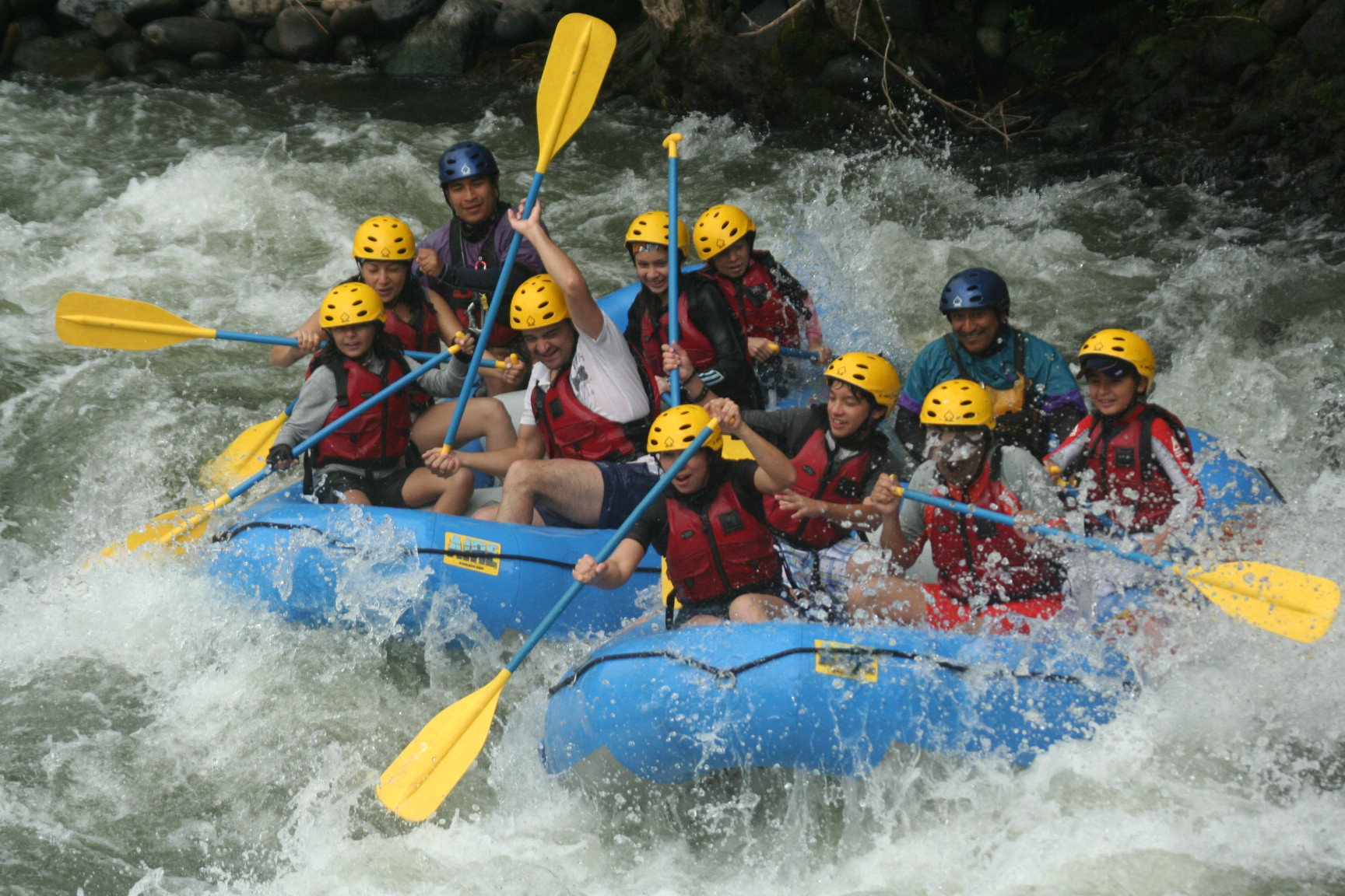 Personas haciendo rafting en Jalcomulco